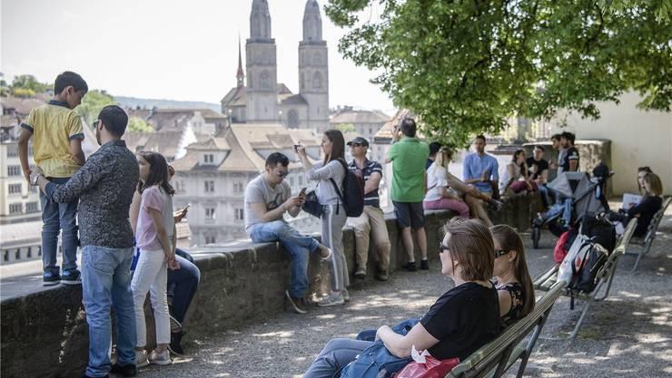 Zürich ist als Reiseziel immer beliebter, die Zahl der Logiernächte in den Hotels steigt.  Keystone