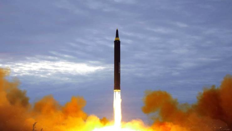 Nordkorea hat am Mittwochmorgen erneut Raketen abgefeuert und testet damit - trotz internationaler Kritik - sein Waffenprogramm munter weiter. (Archivbild)