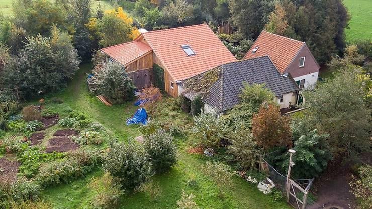 Auf diesem Bauernhof im Osten der Niederlande lebten der Mann und die sechs Jugendlichen während neun Jahren in einem Keller.