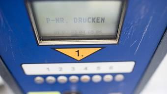 Aus Ärger über eine hohe Parkgebühr hat eine Rentnerin in Deutschland eine Parkschranke zur Seite gebogen und abgebrochen. (Symbolbild)