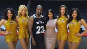 Kim Kardashian hat ihrem Gatten Kanye West als Geburtstagsüberraschung eine Mehrzweckhalle gemietet - der Jubilar sieht geplättet aus  (Twitter)