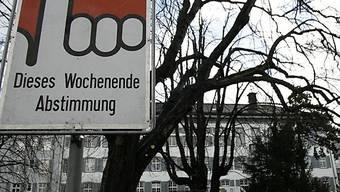 Abstimmungsplakat vor Regierungsgebäude in Liestal (Symbolbild)