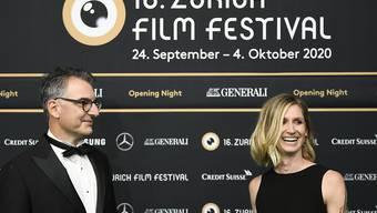 Zurich-Film-Festival-Direktor Christian Jungen und -Direktorin Elke Mayer kurz vor der Eröffnung.