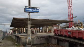 Der alte Güterschuppen muss für die Anpassung des Bahnhofs an das SBB-Grossprojekt «S-Bahn Aargau 2016ff» weichen.