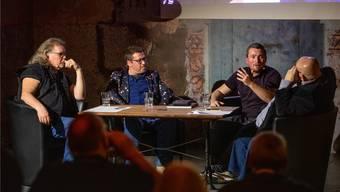 Im Gespräch von links: Kurt Gilomen, Damian Meier, Norman Hunziker und Dagobert Cahannes.