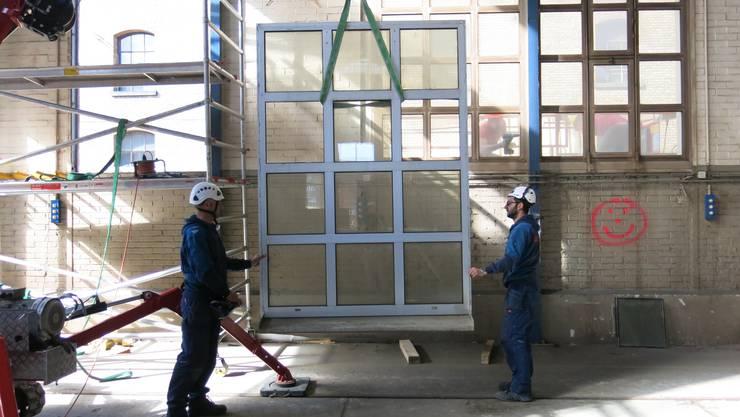 Es muss nicht immer neue Ware sein, die verbaut wird, wie das Beispiel der Halle 118 in Winterthur zeigt: Viele Materialien – etwa die Isolierfenster oder die Stahltreppe – wurden zweitverwertet.