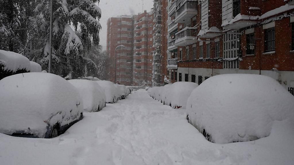 Ungewohnte Verhältnisse in Madrid: Die spanische Hauptstadt versinkt im Schnee