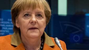 Merkel kündigt in Brüssel einen ehrgeizigen Fahrplan für den Dezembergipfel an