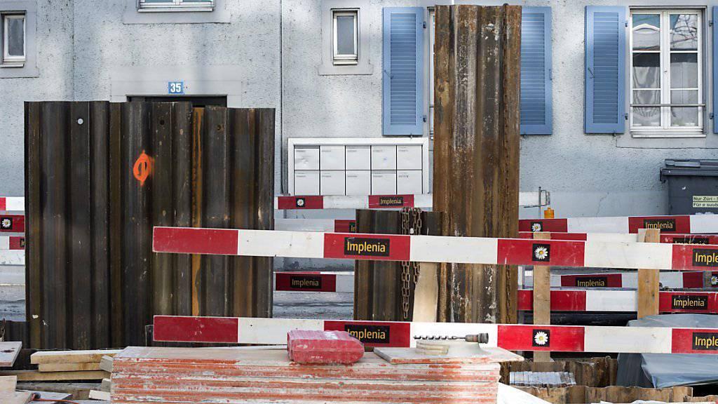 Im Baugewerbe beurteilen kleine und grosse Firmen gleichermassen ihre Lage zwar als gut. Doch leiden kleine wie grosse Baufirmen nach wie vor unter Margendruck.  (Archivbild)