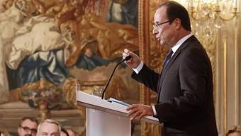 Frankreichs Präsident François Hollande kommuniziert die Anerkennung