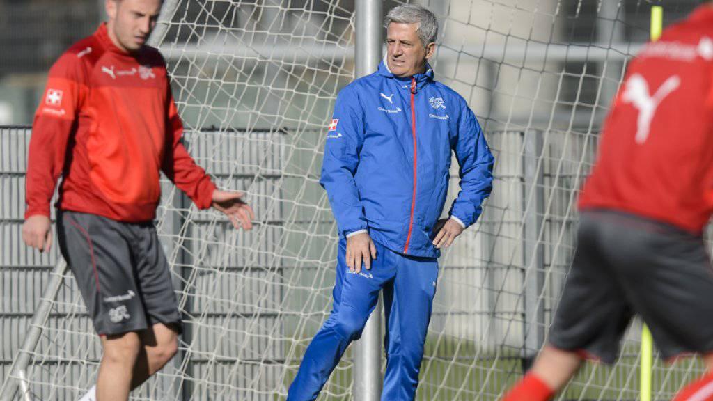 Nationalcoach Vladimir Petkovic setzt gegen Österreich in der Offensive auf Josip Drmic (links)