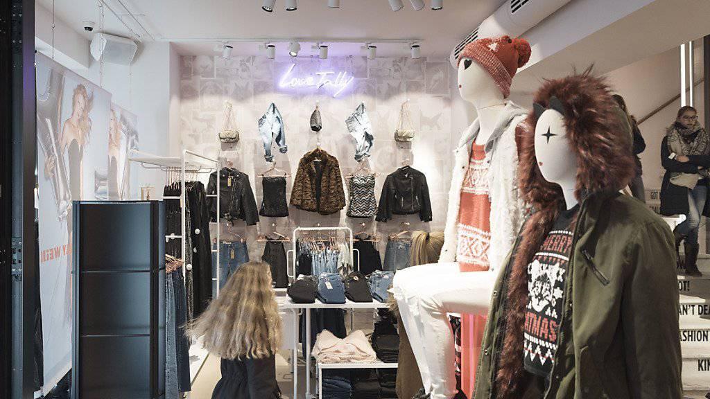 Die Modekollektionen in den Tally-Weijl-Läden kommen künftig aus Basel. (Archiv)