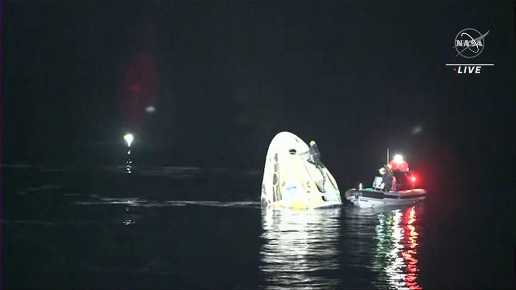 Vier Astronauten landen sicher im Golf von Mexiko
