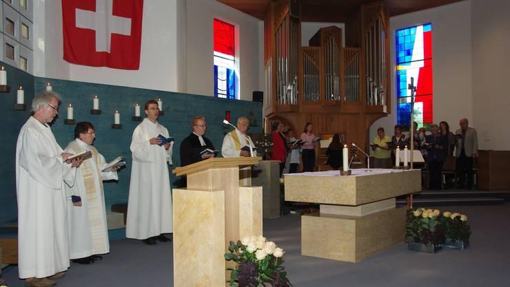 Gemeindeleiter Markus Bläsi, Pfarrer Hermann Kolly, Pastoralassistent Berthold Kessler, Pfarrer Marc Zöllner und Pfarrer Eugen Herzog (v.l.) im Gottesdienst.