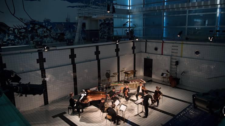 Das Luzerner Neubad ist von der Lesebühne bis zum Konzertraum eigentlich alles. Hier stolpert man automatisch in Kultur.