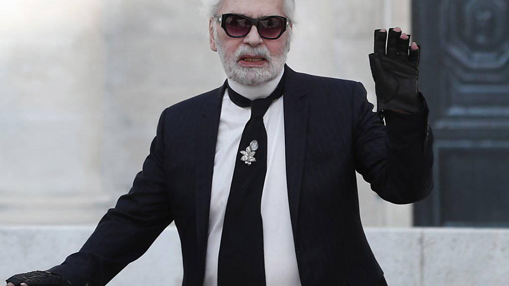 Karl Lagerfeld hat mit seinem Schaffen die Modewelt für Jahrzehnte geprägt. (Archivbild)
