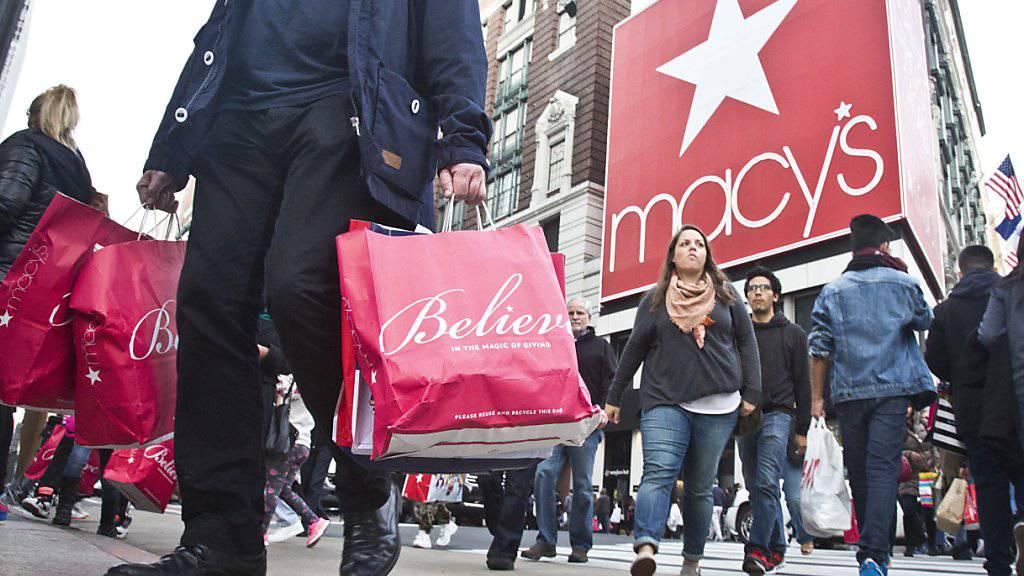 Die US-Amerikaner zeigen sich ausgabefreudig: Der Konsum legte im dritten Quartal so stark zu wie seit fast vier Jahren nicht mehr. (Symbolbild)