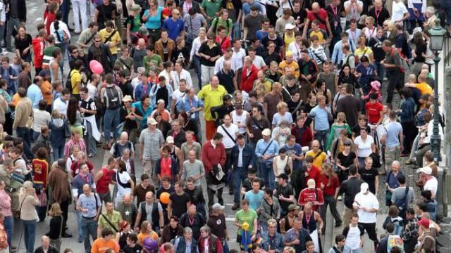 Viele Menschen an einem Strassenfest in Zürich (Archiv)