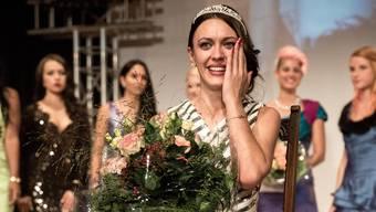 Die frischgebackene Miss Solothurn 2014 Irmela Sabotic im Freudentaumel