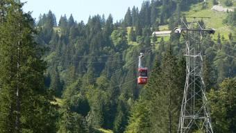 Bei Arbeiten an der Luftseilbahn Brunni-Holzegg in Alpthal ist ein Mann tödlich verunglückt. (Symbolbild)