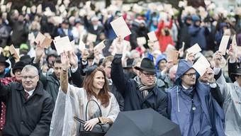 Keine elektronische Abstimmungshilfe: Die Glarner Regierung will, dass die Landsgemeinde bleibt wie sie ist. (Archivbild)