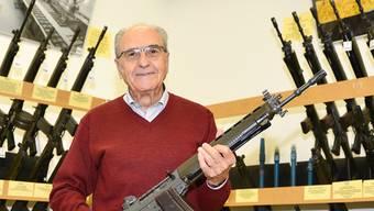 In der ehemaligen Sturmgewehr-Produktionsstätte in NeuhausenSH hat Eduard Brodbeck mit Freunden ein kleines Waffenmuseum eingerichtet.Samuel Schumacher