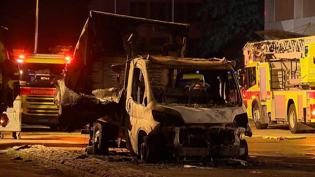Brandstiftung: Mehrere Fahrzeuge der Post in Winterthur in Brand gesteckt