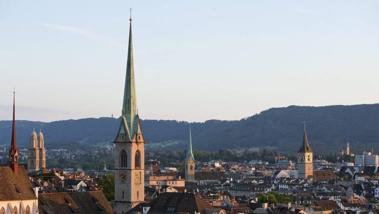 Zwei Parlamentarierinnen des Zürcher Kirchenparlaments forderten am Donnerstag in der Sitzung die «längst im Gesetz verankerte Gleichberechtigung auch in der Kirche». (Archiv)