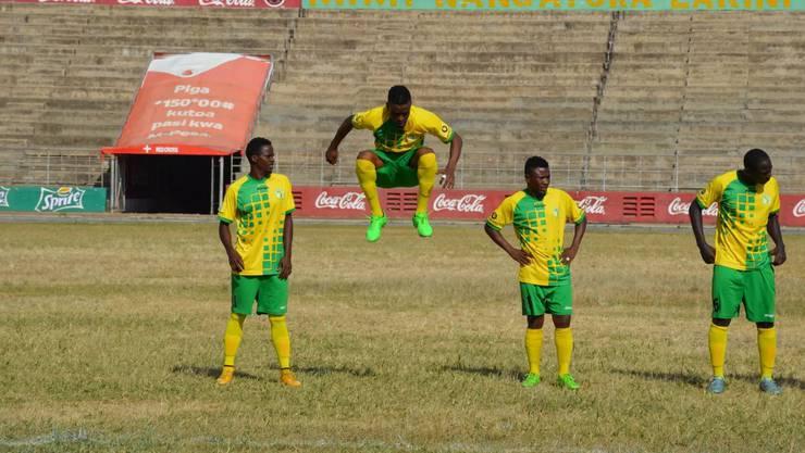 Der tansanische Fussballklub Toto African hat einen 23-jährigen Deutschen als Trainer.