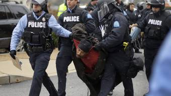 Ein Demonstrant in St. Louis wird verhaftet (Archivbild)