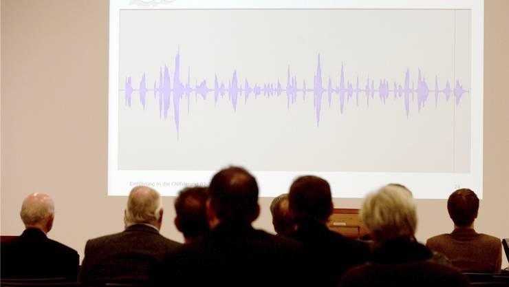 So wird ein Telefongespräch verschlüsselt: Vortrag der Firma Crypto in Steinhausen ZG am Donnerstag, 19. Februar 2015. Keystone