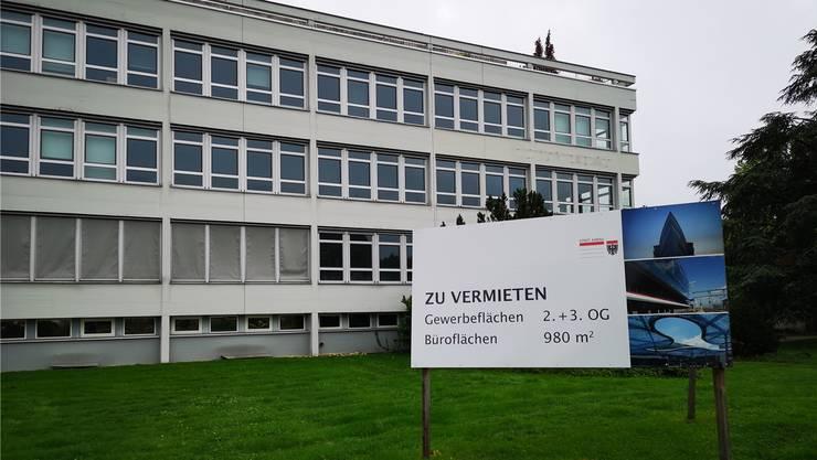 Mit diesem Plakat sucht die Stadt Mieter für ihre Problemliegenschaft Heinerich-Wirri-Strasse3.uhg