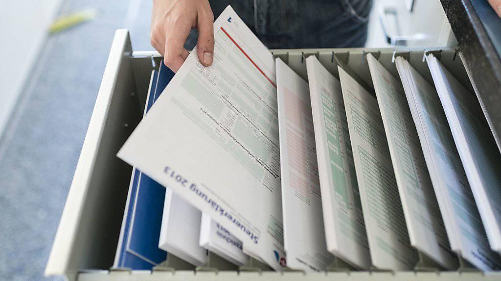 Vor der Einführung des Automatischen Informationsaustauschs haben Tausende von Schweizerinnen und Schweizern noch von der Möglichkeit einer straflosen Selbstanzeige Gebrauch gemacht. Wer ein allfälliges Konto im Ausland auf der Steuererklärung nicht angibt, riskiert ein Strafverfahren. (Archivbild)