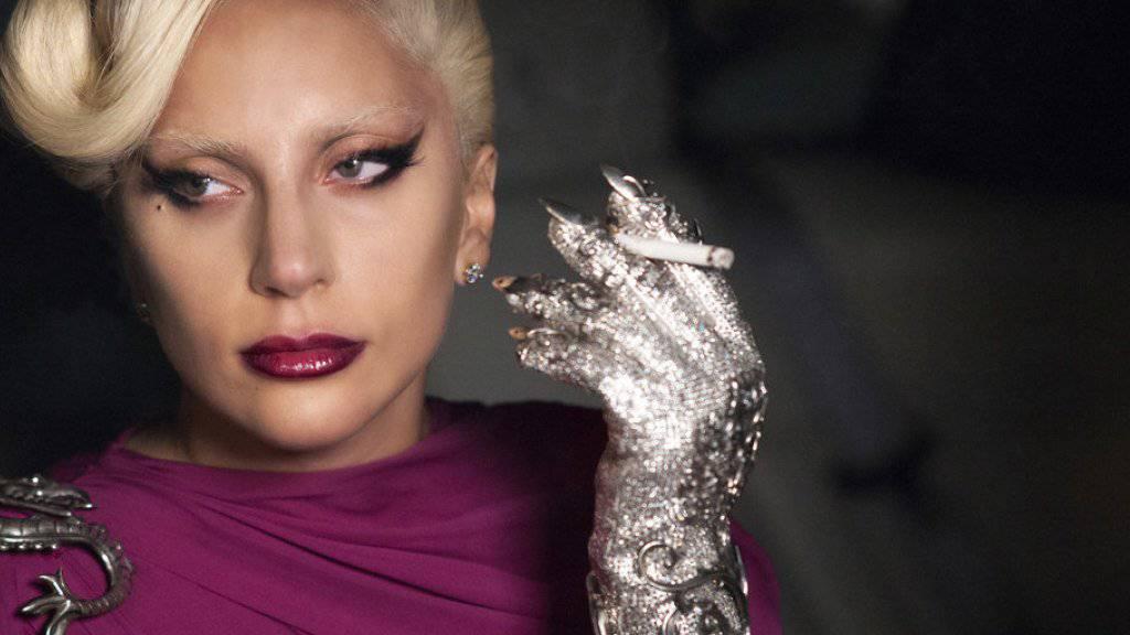 Beim Autofahren hat Lady Gaga ihre gewohnte Coolness noch nicht ganz erreicht (Archiv)
