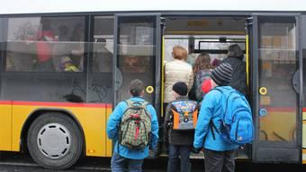 Im Bucheggberg werden die Schüler mit dem Postautos transportiert. (Archiv)