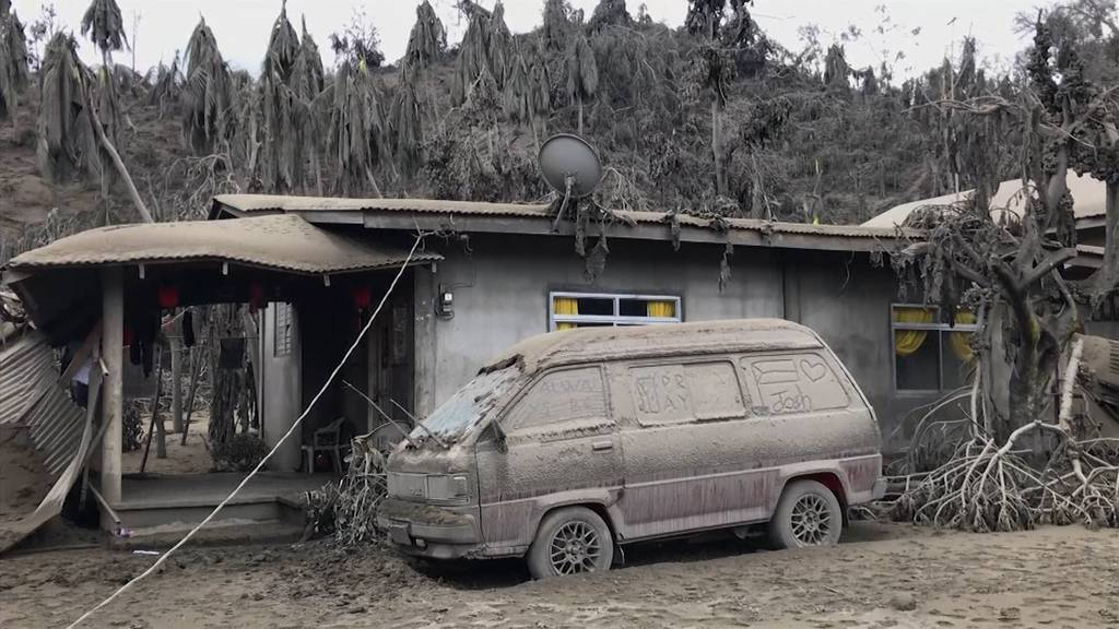 Philippinischer Vulkan spuckt noch immer Asche und Lava