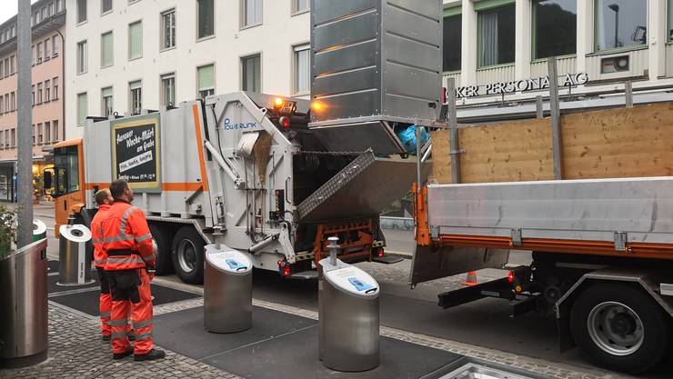 Entleerung der unterirdischen Container