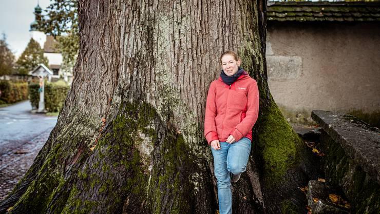 Bis unter den Alter des Solothurner Kapuzinerklosters reichen die Wurzeln der beiden Linden, die Kreisförsterin Gurtner als ihre Lieblingsbäume vorstellt.