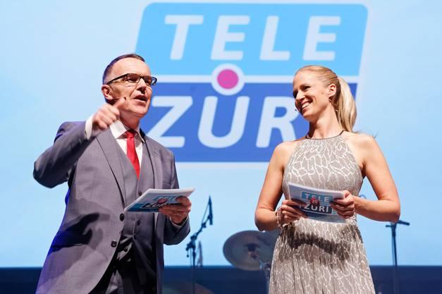 Markus Gilli und Tina Biedermann auf der Bühne.