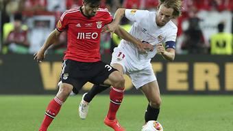 Benficas Andre Gomes (l.) gegen Sevillas Ivan Rakitic