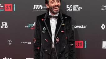 """Marcello Fonte ist bester europäischer Schauspieler. Er wurde für seine Darstellung in Matteo Garrones Tragikomödie """"Dogman"""" geehrt. Die beste Schauspielerin ist Joanna Kulig, die ihre Auszeichnung nicht persönlich entgegen nehmen konnte, da sie schwanger ist und nicht fliegen darf."""