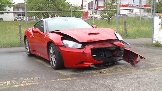 Ferrari zu Schrott gefahren