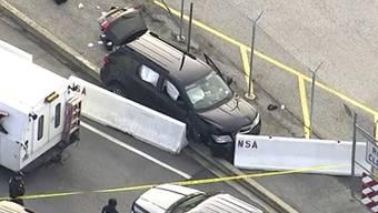 Ein schwarzes Nutzfahrzeug hat am Mittwoch die Betonbarriere vor dem Hochsicherheitsgebäude des US-Geheimdienstes NSA durchbrochen - aber offenbar ohne Terrorabsichten.