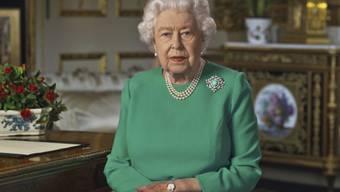 """Die britische Königin Elizabeth II. hat sich am Samstag erstmals mit einer Osterbotschaft an die Öffentlichkeit gewandt. """"Ostern ist nicht abgesagt, tatsächlich brauchen wir Ostern so sehr wie eh und je"""", sagte die Monarchin in einer Audiobotschaft."""