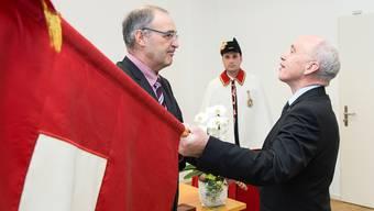Da war die Welt noch in Ordnung: Ueli Maurer übergibt das VBS Ende 2015 seinem Nachfolger und Parteikollegen Guy Parmelin. peter schneider/keystone