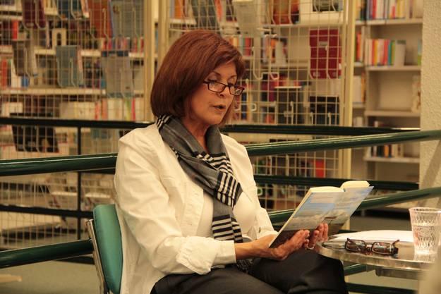 """Hélène Vuille liest aus ihrem Buch """"im Himmel gestrandet"""" die Geschichten der Obdachlosen, die sie in den 16 Jahren wegen ihres Engagements gehört hat"""