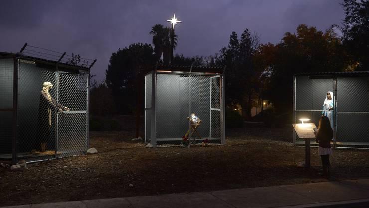 Müsste Lukas die Weihanchtsgeschichte heute erzählen, müsste er an die mexikanische Grenze gehen. Dort stecken Joef, Maria und das Kind als unerwünschte Flüchtlinge in Käfigen.