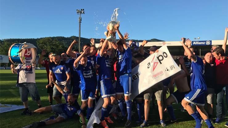 Pokalübergabe für den Aargauer 2. Liga-Meister