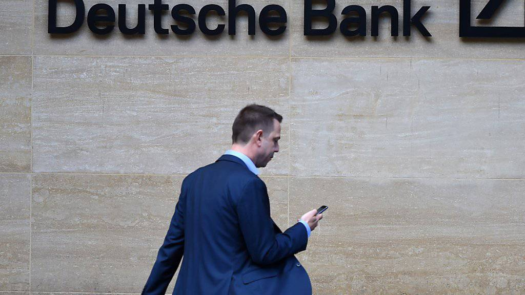Die Deutsche Bank muss laut einem Gerichtsbeschluss erst das Berufungsverfahren abwarten, ehe sie Geschäftsunterlagen zu US-Präsident Donald Trump und seiner Familie herausgeben darf. (Archivbild)