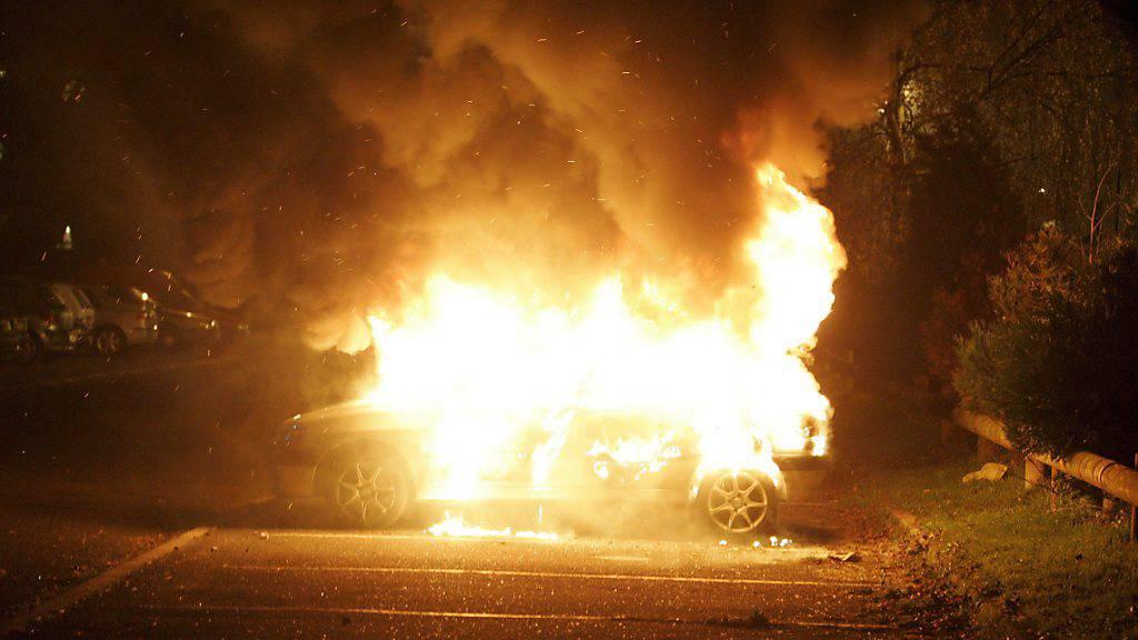 Autos angezündet und wachsende Unsicherheit angeprangert: Ein früherer Kadermann des französischen Front National muss nun für drei Jahre ins Gefängnis. (Symbolbild)
